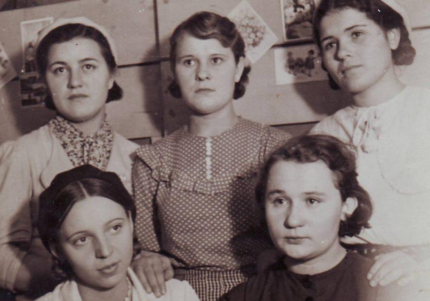 «Счастливые» девушки из Белоруссии на памятной фотографии.. 1944 г.
