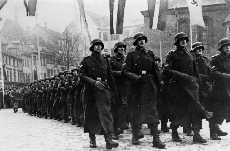 Парад латышских легионеров. Рига. 18 ноября 1943 г.