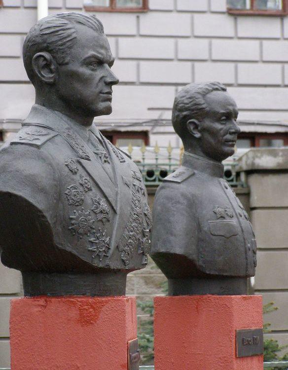 Бюсты К.К. Рокоссовского и П.И. Батова.