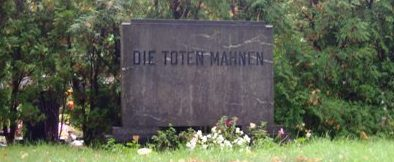 г. Зенфтенберг. Памятник 41 погибшему польскому подневольному работнику.