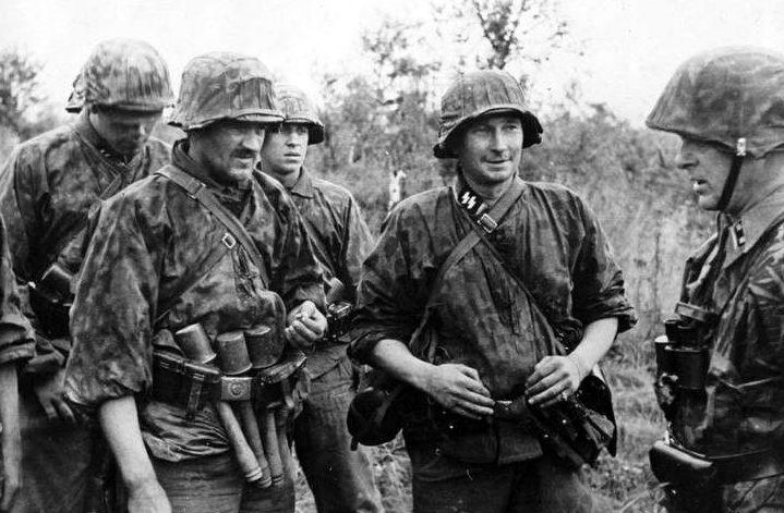 Солдаты дивизии на фронте.