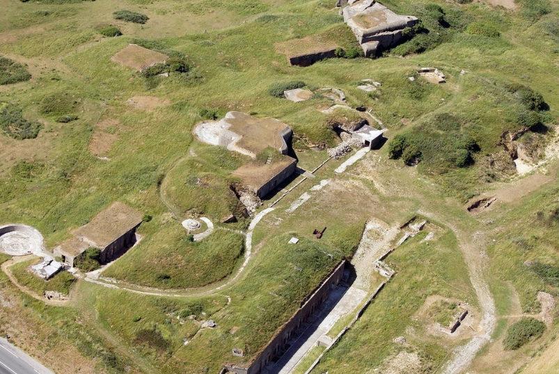 Вид с высоты на одно из орудий батареи форта «Crèche I».