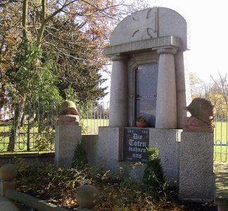 Муниципалитет Эрхлебен. Памятник землякам, погибшим в годы обеих мировых войн.