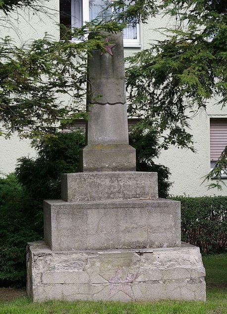 г. Йютербог. Памятник, установленный на братской могиле, в которой похоронено 23 советских воина.