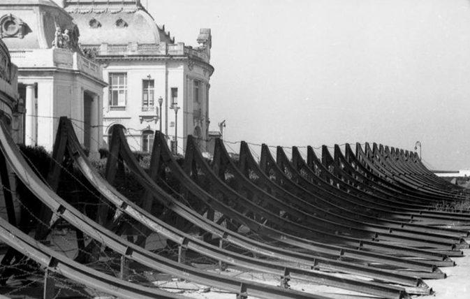 Hemmkurven páncéltörő akadályok.  1944 g.