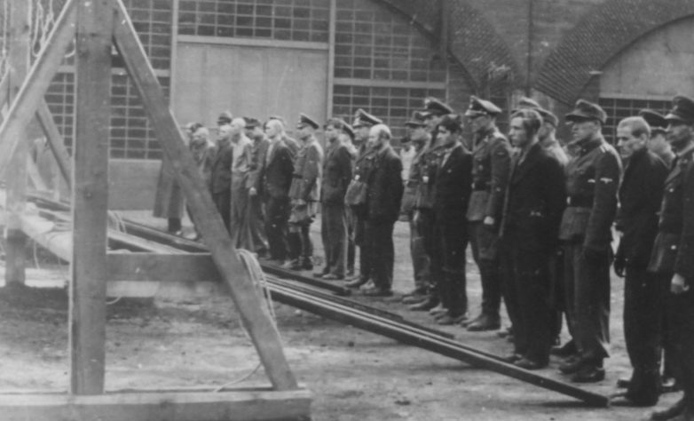 Показательная казнь одиннадцати подневольных рабочих в Кельне. 10 ноября 1944 г.