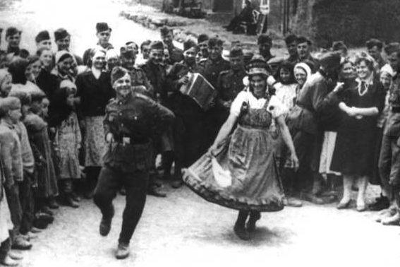 Солдаты бригады в чешском обмундировании. 1 мая 1942 г.