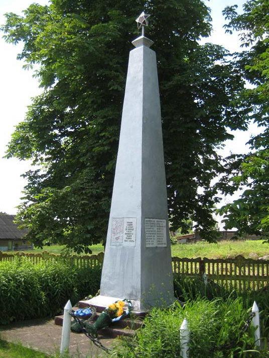 д. Правые Мосты Мостовского р-на. Памятник 33 землякам, погибшим в годы войны.