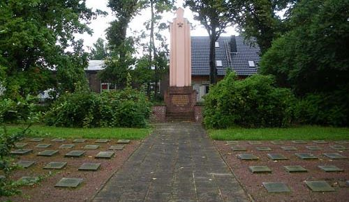 г. Калау. Памятник на советском воинском захоронении.
