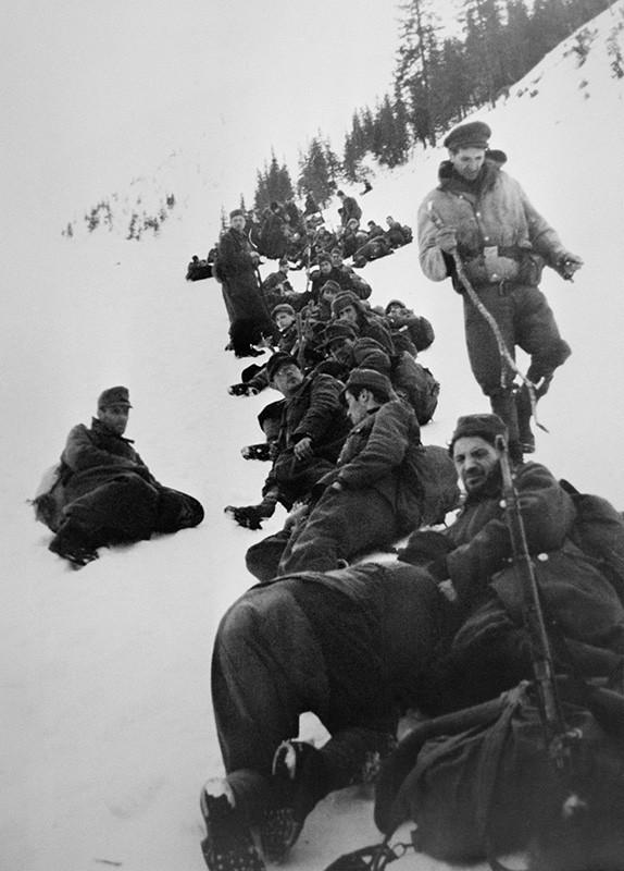 Партизаны в горах. Зима 1945 г.