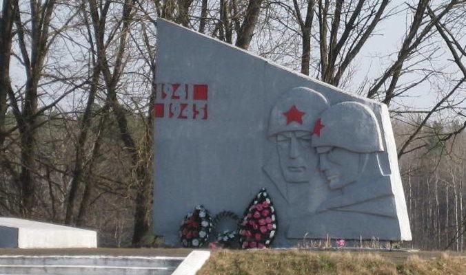 д. Черлёна Мостовского р-на. Памятник 96 землякам, погибшим в годы войны.