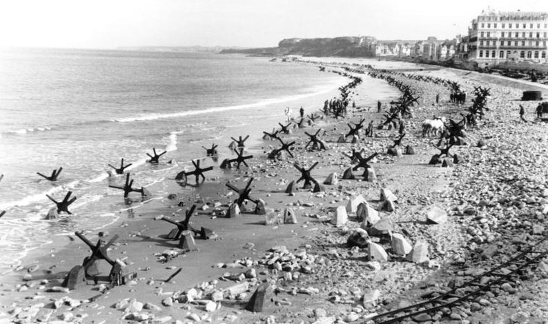 Az atlanti fal páncéltörő akadályai.  Pas-de-Calais, 1944