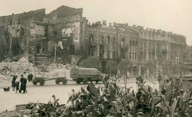 Большая Садовая улица напротив парка Горького. Август 1942 г.