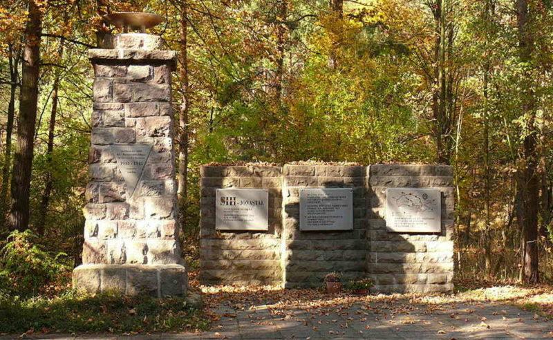 г. Арнштадт. Памятник на месте концлагеря «Швальбе III Джонасталь», где погибло 100 советских военнопленных.