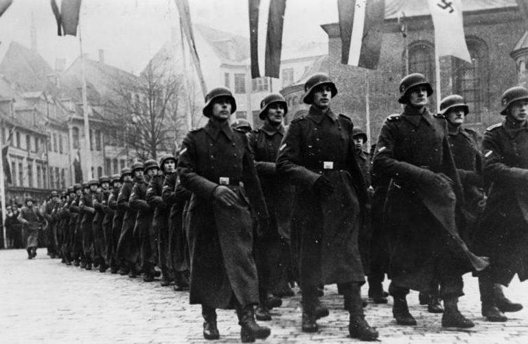 Парад латвийских легионеров. Ноябрь 1943 г.