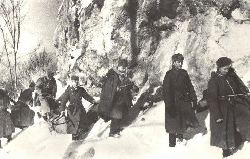 Советские солдаты в словацких горах. Зима 1945 г.