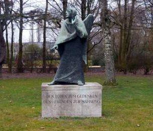 г. Крефельд. Памятник жертвам обеих мировых войн.