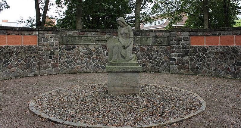 г. Бад-Ольдесло. Памятник землякам, погибшим в обеих мировых войнах.