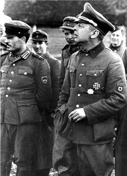 Б.Каминский с офицерами своего штаба.