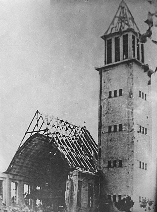 Разрушенная церковь бомбардировками. Новые замки, 14 марта 1945 г.