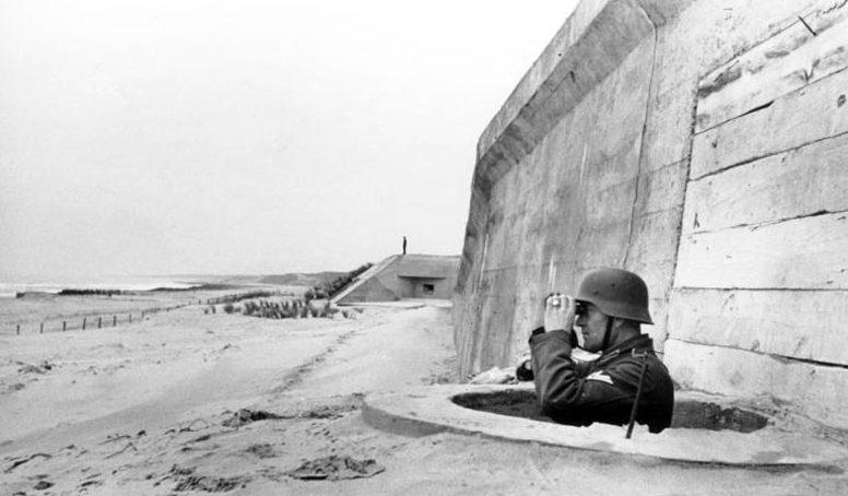 Немецкий наблюдатель. Па-де-Кале. Франция. 1944 г.