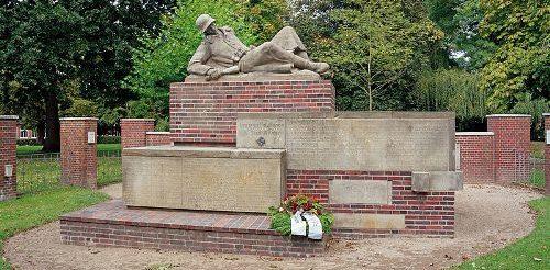 г. Вильстер. Памятник землякам, погибшим в обеих мировых войнах.