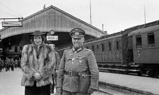 Оккупанты на железнодорожном вокзале. 1944 г.