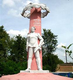 д. Михальки Гомельского р-на. Памятник землякам-подпольщикам.