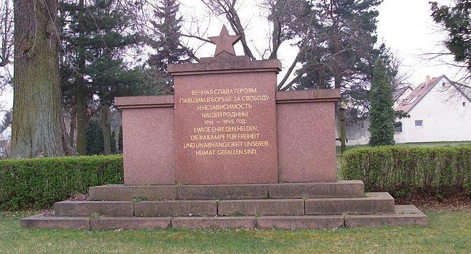 п. Лехнин муниципалитета Kloster Lehnin). Памятник советским воинам.