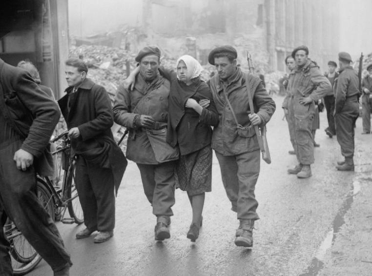 Освобожденные рабыни из СССР. Оснабрюком 7 апреля 1945 года.