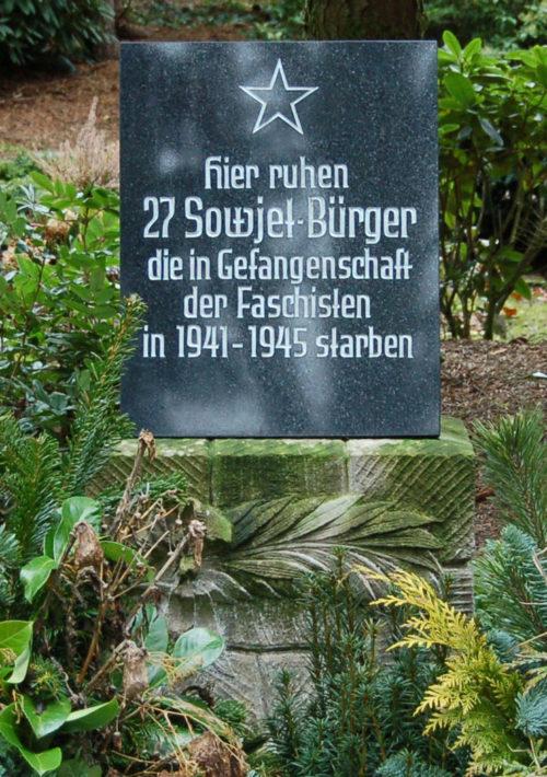 г. Итерзен. Памятный знак, установленный на братской могиле, где похоронено 27 советским военнопленных.