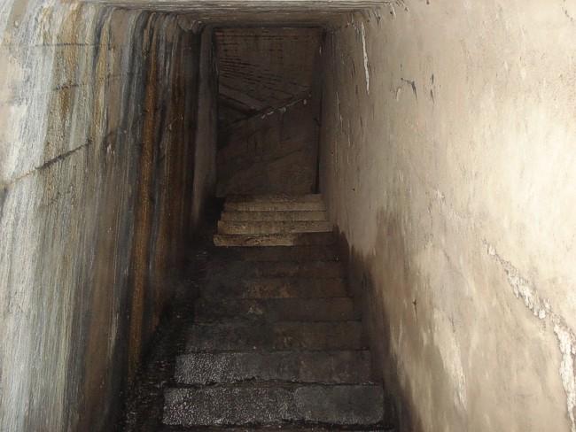 Тоннель между орудийными казематами.