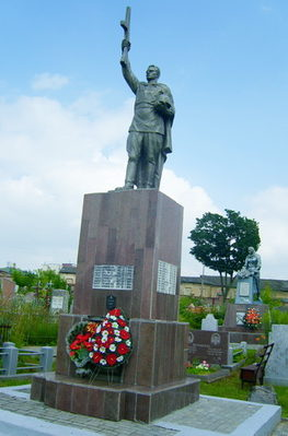 г. Гродно. Памятник на кладбище по улице Антонова, установлен на братской могиле, в которой захоронено 490 советских воинов, из них 433 неизвестных.