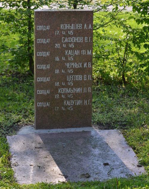 г. Лецчин. Памятники советским воинам.
