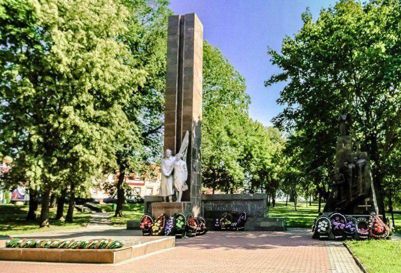 г. Новогрудок. Мемориал погибшим советским воинам и памятник Неизвестному солдату.
