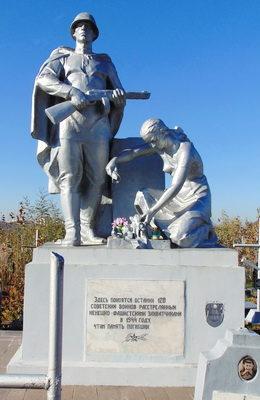 г. Гродно. Памятник на кладбище по улице Антонова, установлен на братской могиле, в которой захоронено 120 советских воинов, из них 104 неизвестных.