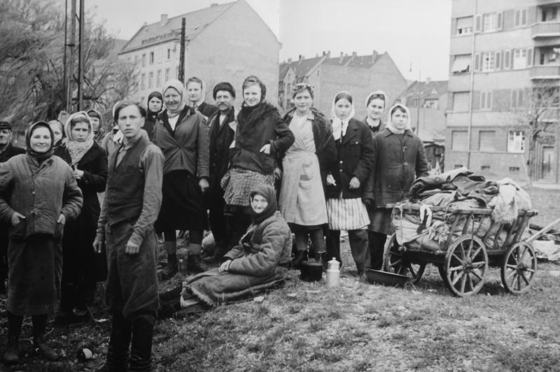 Подневольные рабочие из СССР, освобожденные в Людвигсхафене-на-Рейне. Апрель 1945 г.