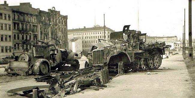 Разбитая немецкая техника. Октябрь 1944 г.