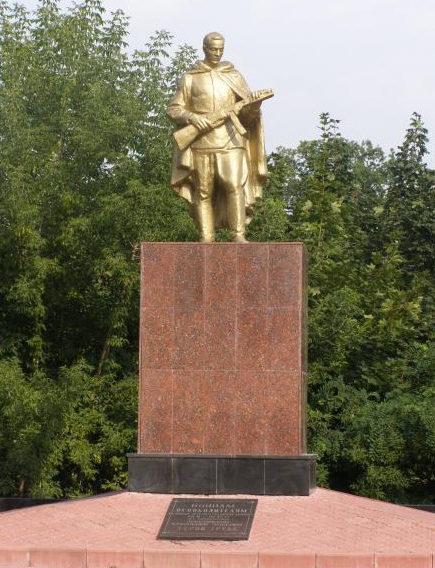 г. Добруш. Памятник воинам, павшим в годы войны, установленный на бумажной фабрике.