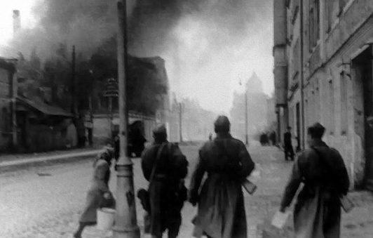 Первые красноармейцы в городе. Октябрь 1944 г.
