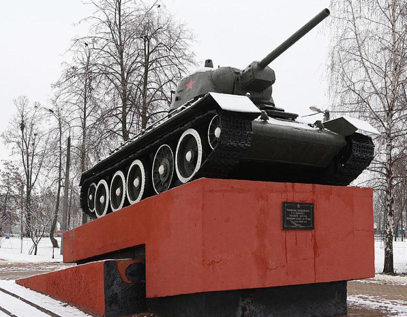 г. Речица. Танк-памятник Т-34 освободителям города.
