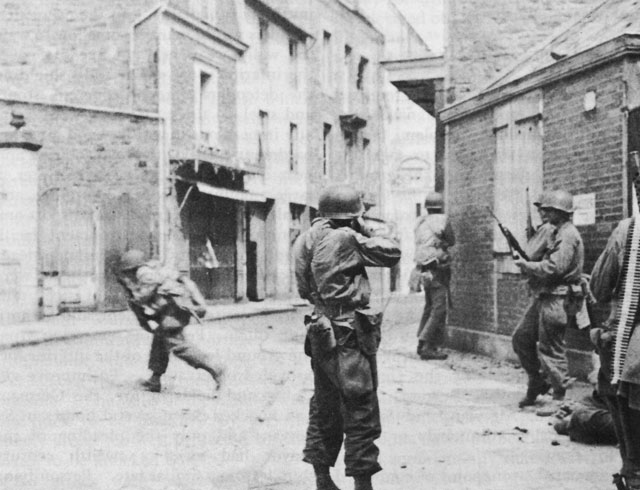 Уличные бои в Сен-Мало.