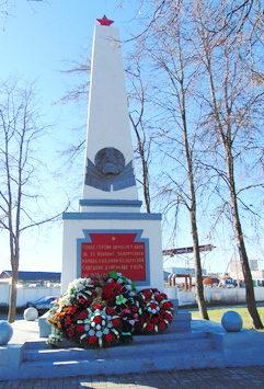 г. Гродно. Памятник по улице Победы, 17/1, установленный на братской могиле, в которой похоронено 8 советских воинов, погибших при обороне города в июле 1941 г.
