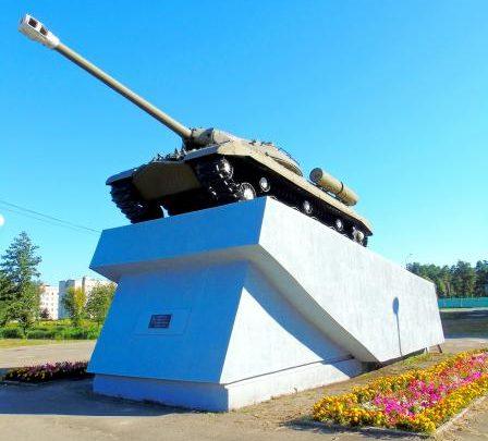 г. Добруш. Памятник-танк ИС-3 был установлен в 1982 году в честь воинов-освободителей города.