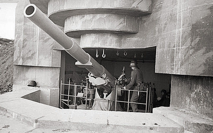 Орудия береговой батареи. Па-де-Кале. Франция. 1944 г.