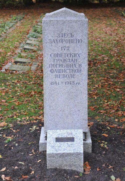 Коммуна Кронсхаген. Памятник на кладбище, где похоронено 172 советских военнопленных.