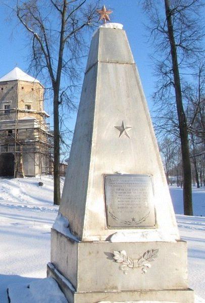 д. Черешля Новогрудского р-на. Памятник, установленный на братской могиле, в которой похоронено 7 партизан.