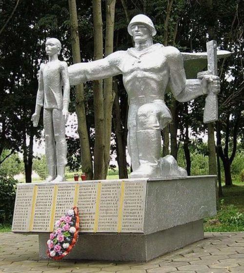 д. Житомля Гродненского р-на. Памятник советским воинам.