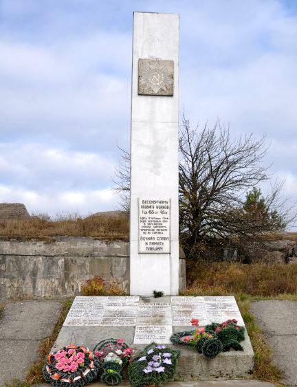 д. Загораны Гродненского р-на. Памятник участникам войны и могила неизвестного солдата.