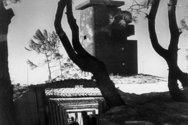 Álcázott bunker a Pireneusokban.  1944 g.